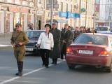 Владимир Снегирев и Кирилл Макарихин ведут заключенных контрреволюционеров по сибирскому тракту. Наши дни.